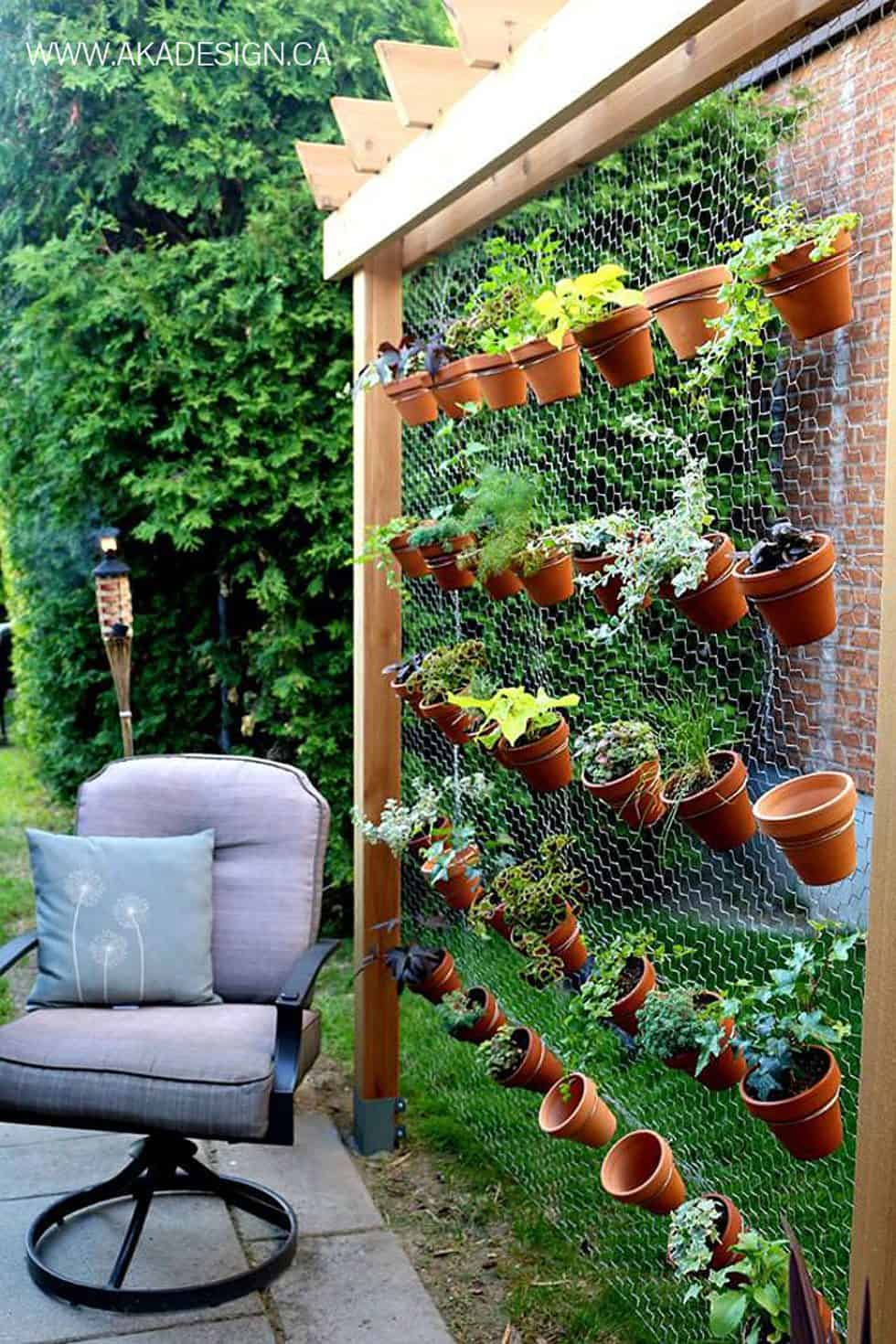 02-create-an-airy-garden-backdrop-with-simple-chicken-wire-vertical-gardens