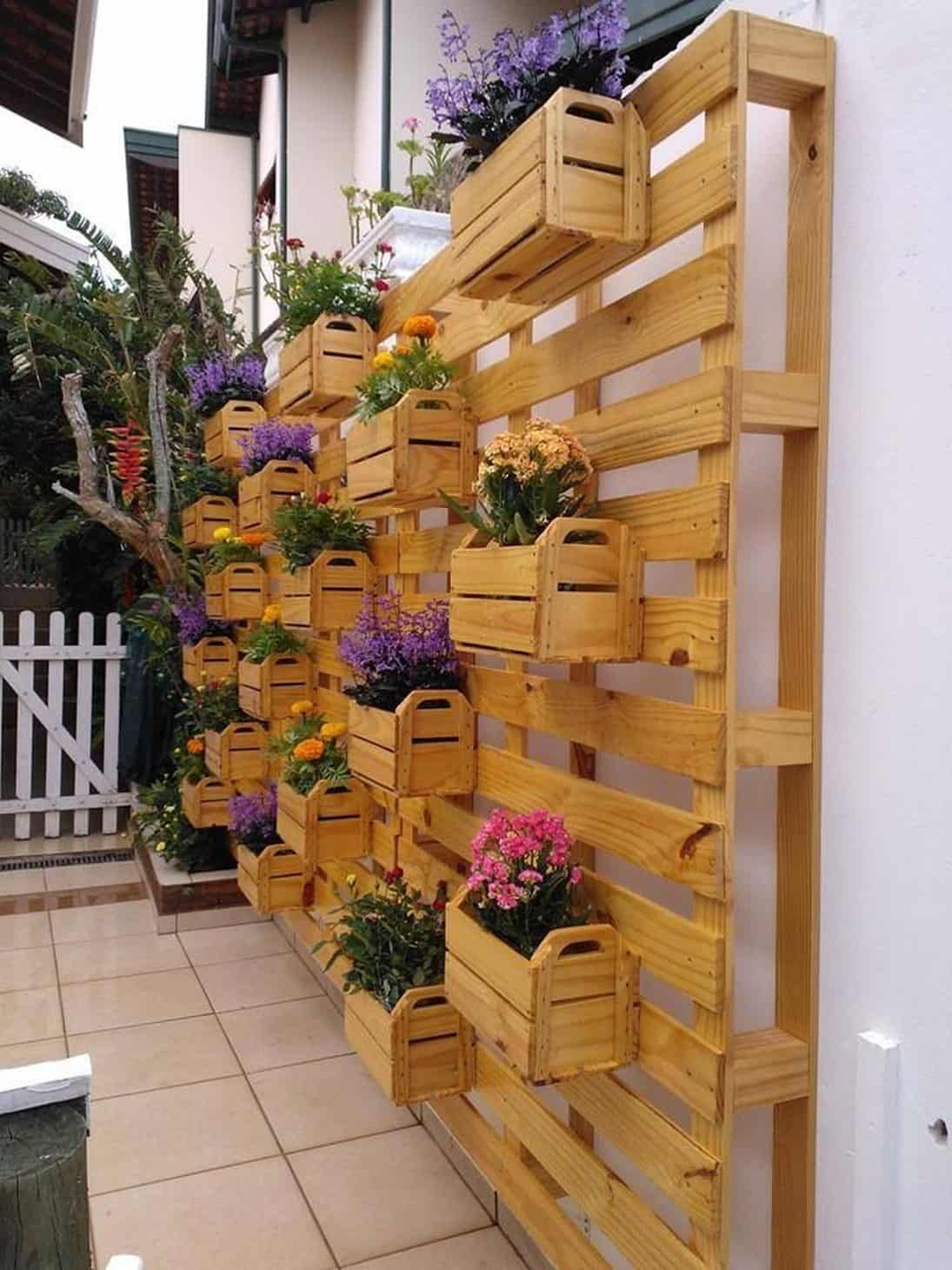 13-mix-and-match-baskets-full-of-blooms-vertical-gardens