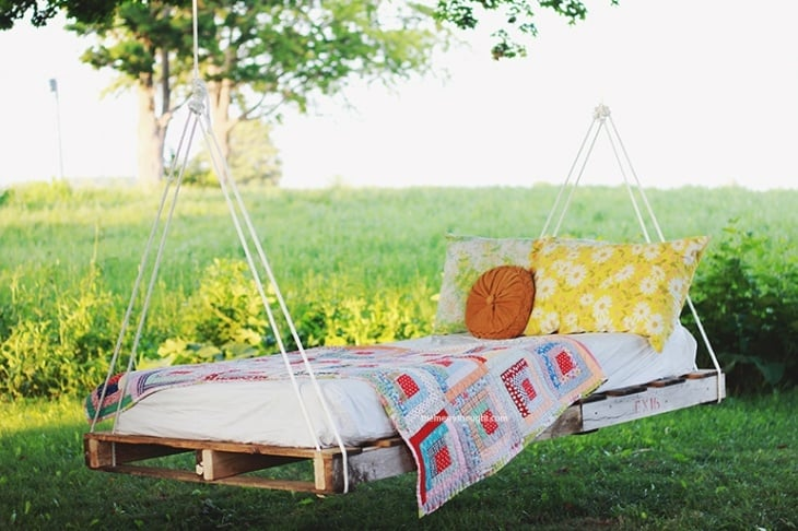 The Ultimate DIY Pallet 'Bed Swing'