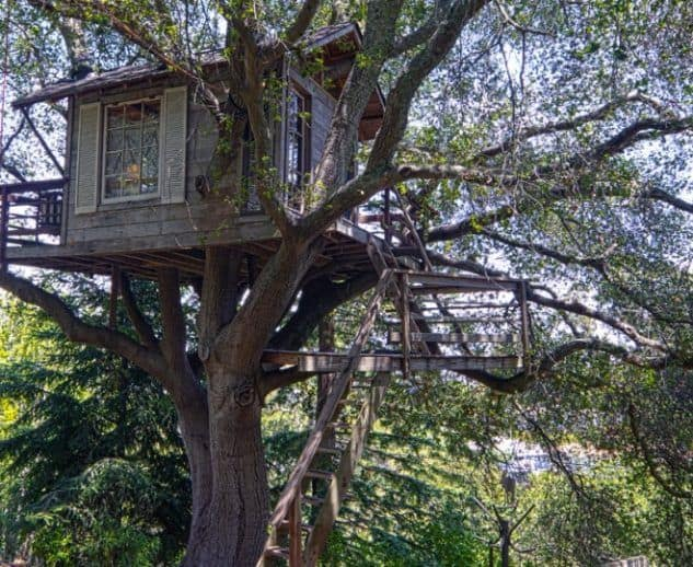 Cabin style treehouse