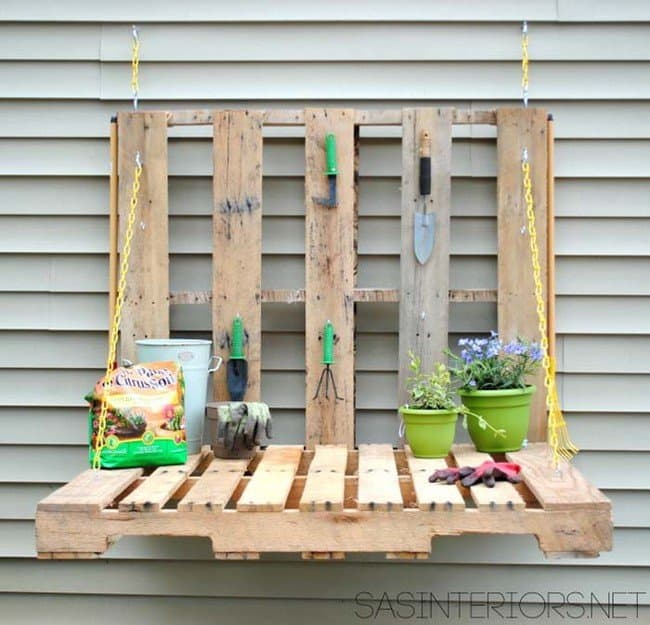 A DIY Fold-Up Wooden Pallet Garden Table