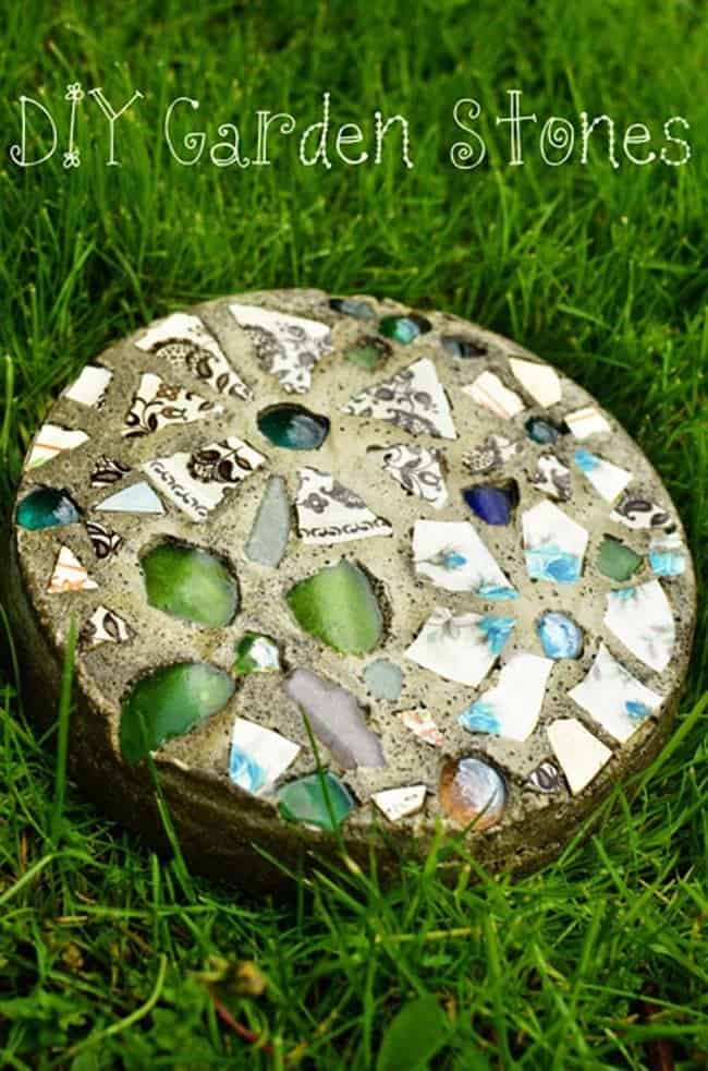 DIY Mosaic Stepping Stones For Your Garden