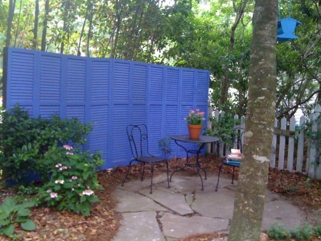 Awesome Ways To Make A Boring Fence Beautiful -- Your Neighbors Will Be Jealous