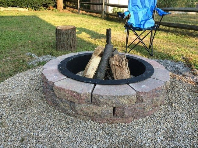Simple fire pit surrounded by pebbles