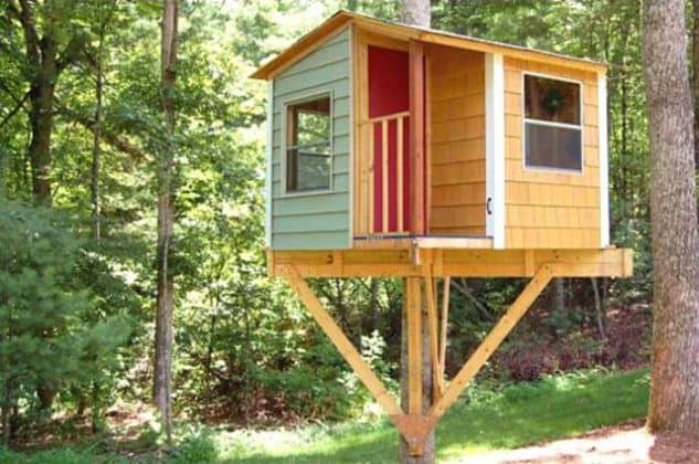 Small, elegant treehouse for the family