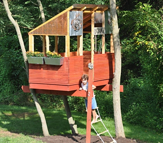 Compact treehouse observation post