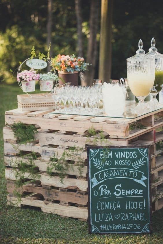 Simple & Classy wedding pallet bar