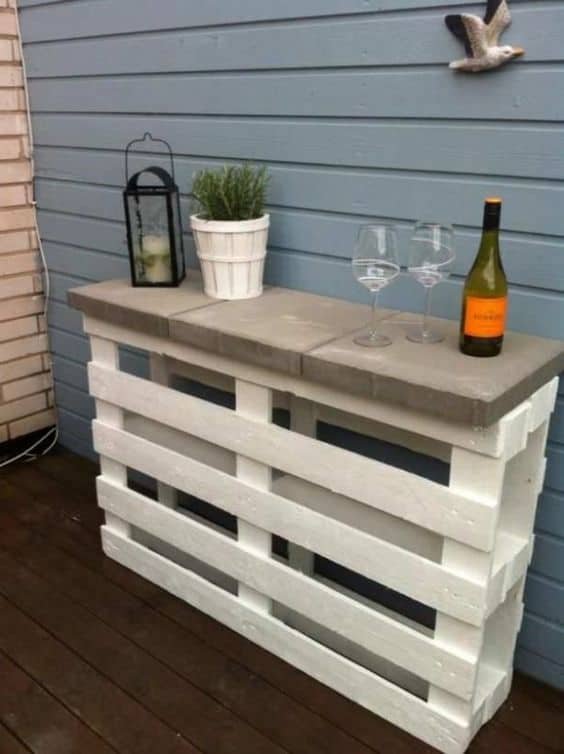 A Decorative Wooden Pallet Bar Design
