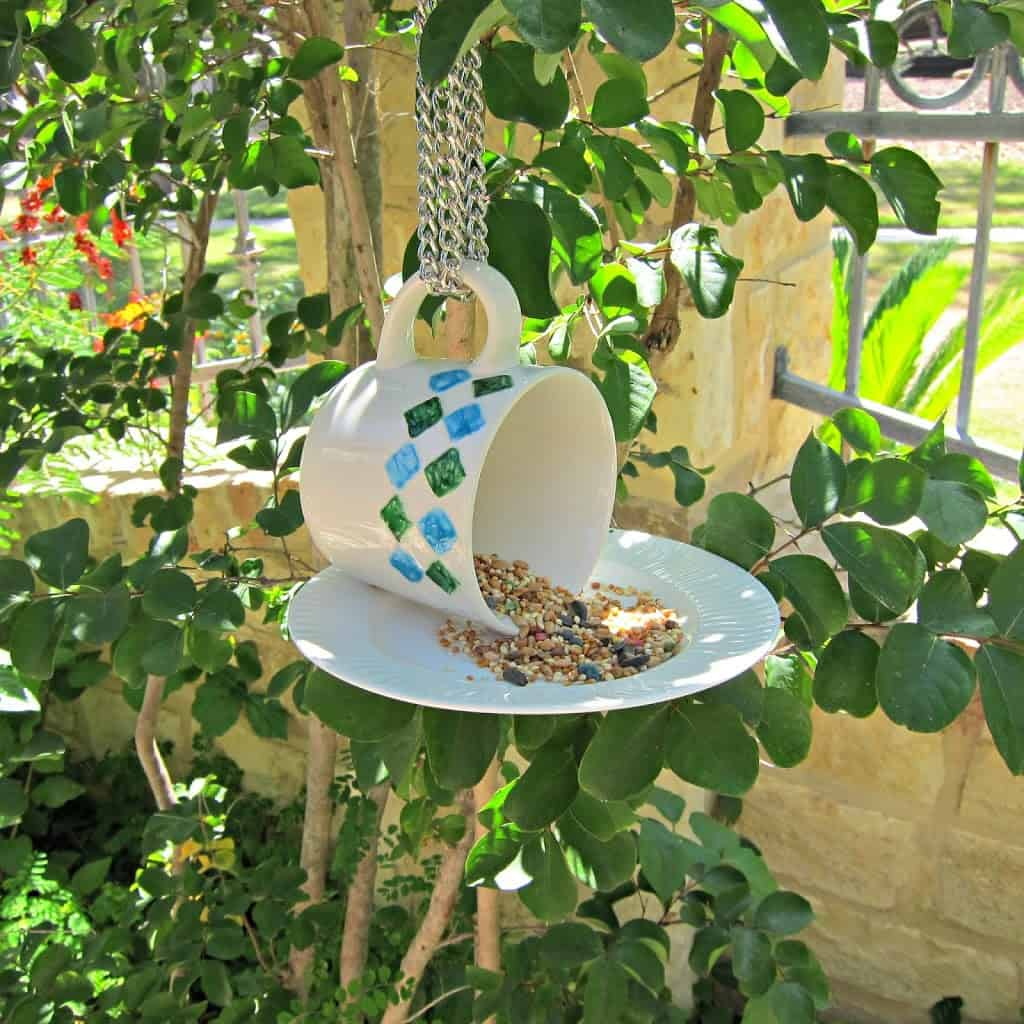 DIY Bird Feeder Using Just A Plate And A Cup