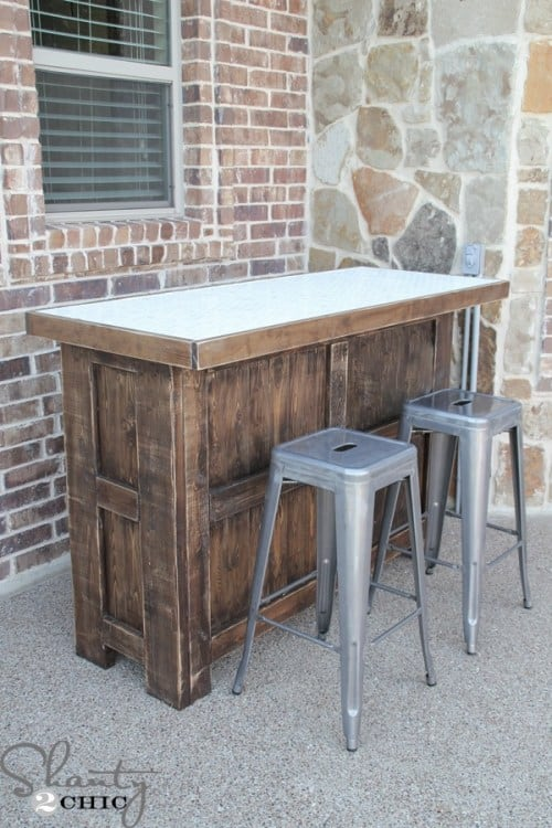 Slick DIY Pallet bar from Shanty 2 Chic